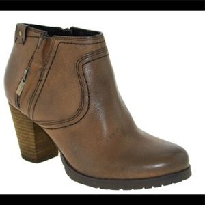 Clarks Mission Halle Brown Ankle Boots